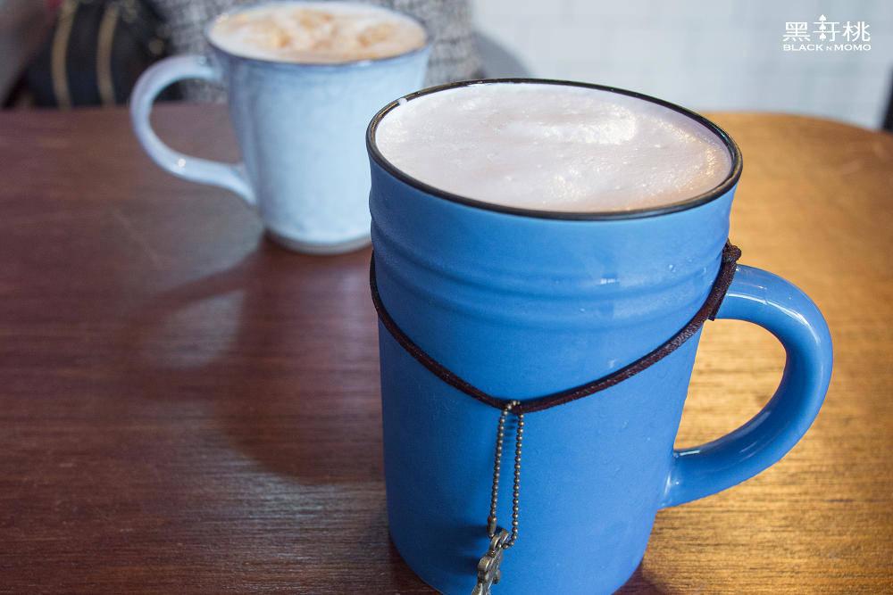 TOY4 café